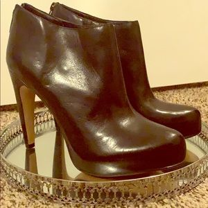 Leather heeled bootie